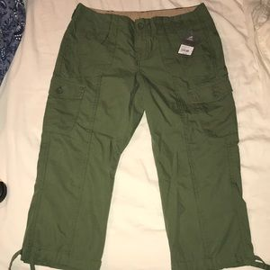 NWT army green Capri pants. Size 4